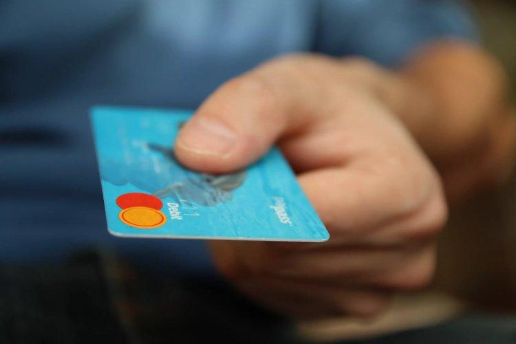 Bankrekeningen almaar minder in het rood